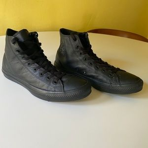 Converse Shoes - Converse leather hightop chucks - barely used